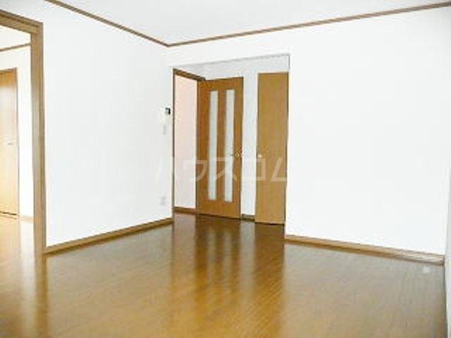 カーサ ラウレールⅠ 01020号室のリビング