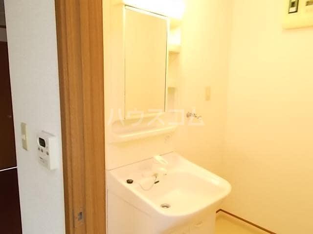 カーサ ラウレールⅠ 01020号室の洗面所
