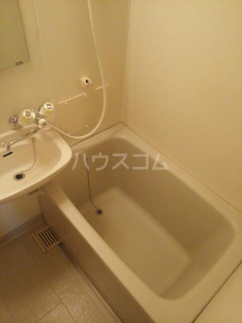 ヒルズ鶴見D 02020号室の風呂