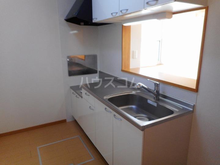 ファミーユⅡ 01040号室のキッチン