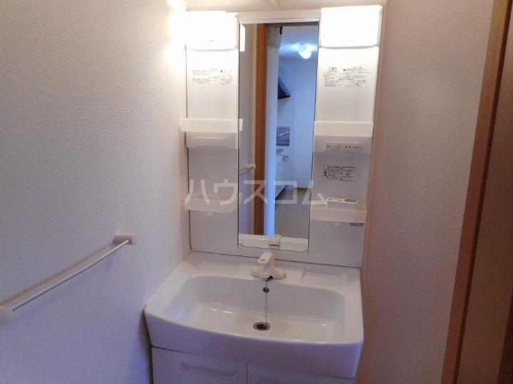 ファミーユⅡ 01040号室の洗面所
