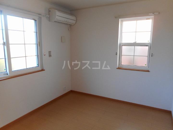 ファミーユⅡ 01040号室の居室