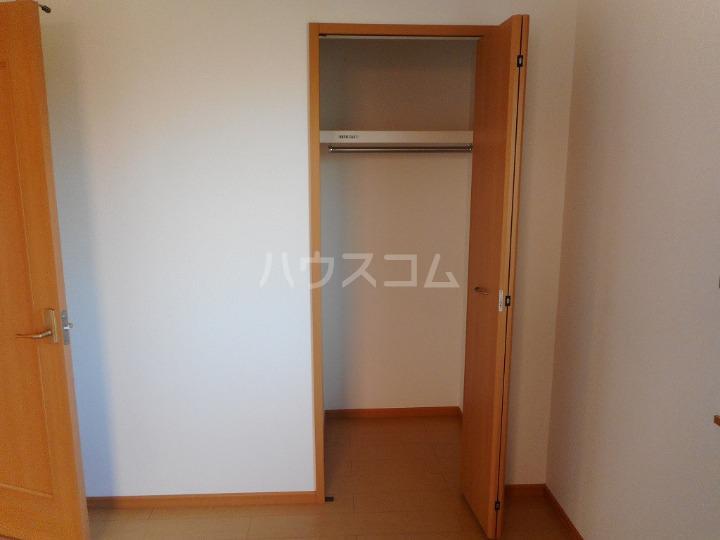 ファミーユⅡ 01040号室の収納