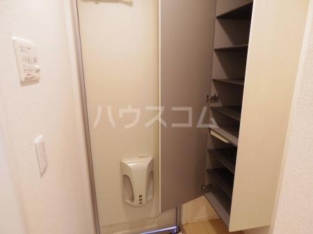 D-Room KASUGA 101号室の玄関