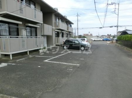 メープルハイム A 201号室の駐車場