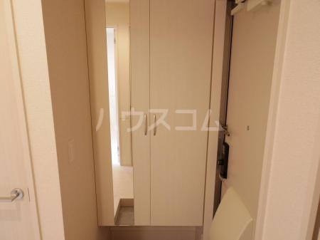 ヴァンヴェール 102号室の玄関