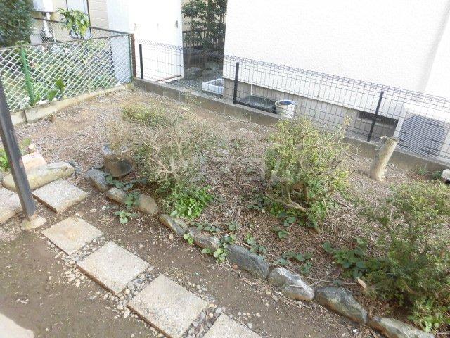青柳ラハス貸家の庭