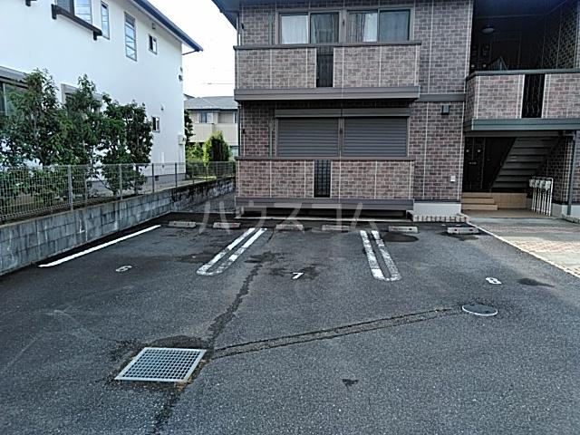 カサベルデ B 101号室の駐車場