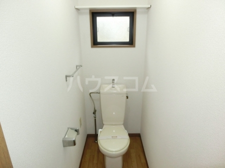 ハイカムール東台 A 101号室のトイレ