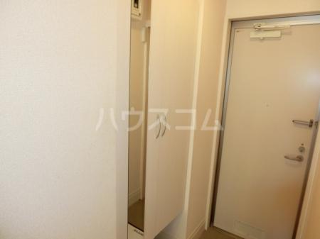 メゾンシャルマン 102号室の玄関