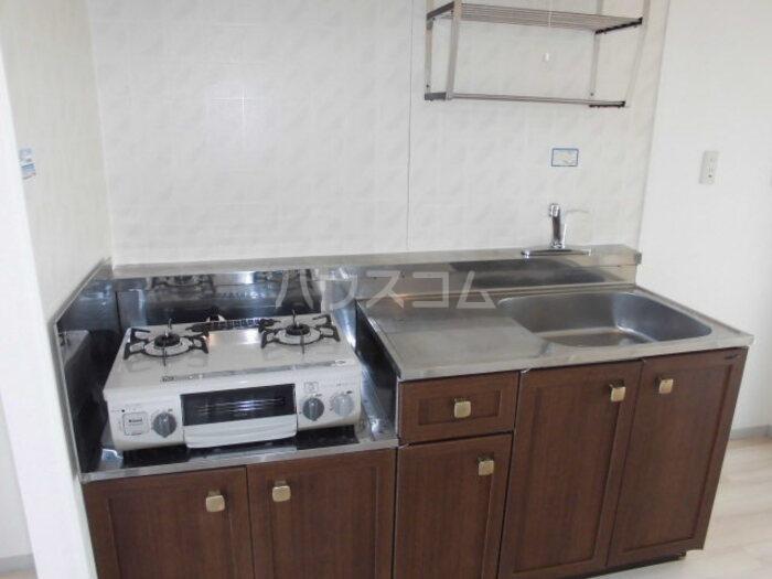 フラワーキャッスル B B101号室のキッチン
