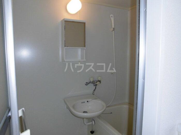 フラワーキャッスル B B101号室の風呂