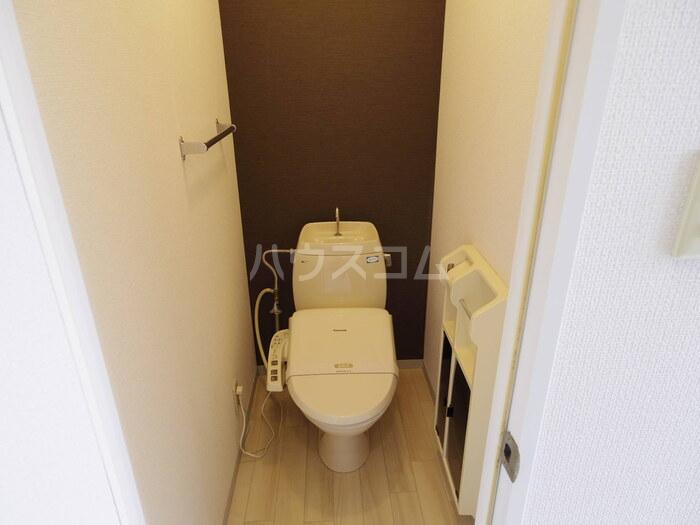 フラワーキャッスル B B101号室のトイレ