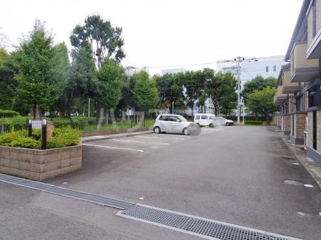シャルマンⅢ F 102号室の駐車場