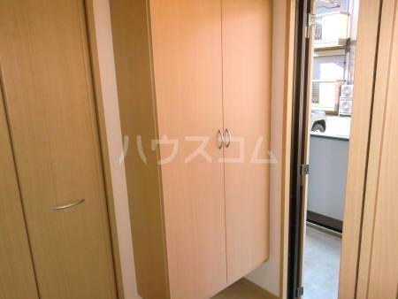 シャルマンⅢ F 102号室の玄関