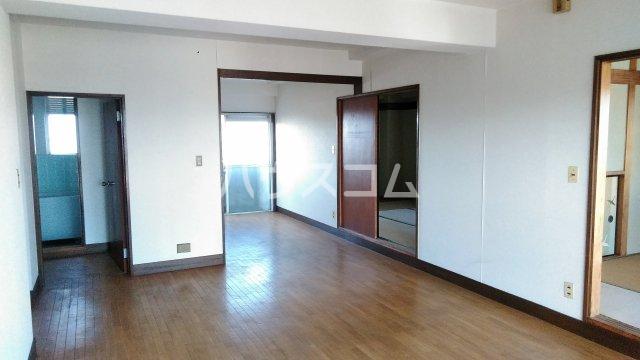 神立共同ビル 302号室のリビング