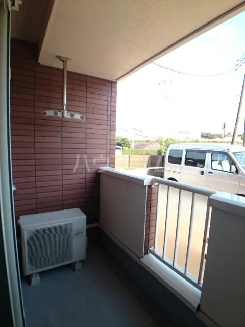 プリムローズ 01030号室の駐車場