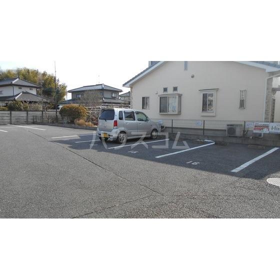 ベルヴェデール 105号室の駐車場