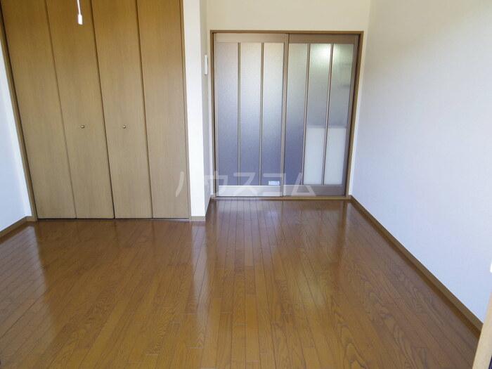セジュール久津見 202号室の居室