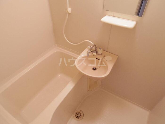 セジュール久津見 202号室の風呂