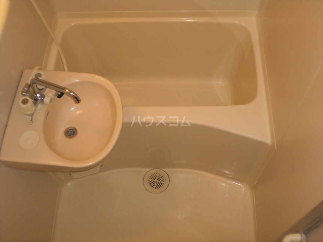 レオパレスN 104号室の洗面所