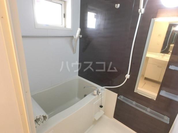 ラマージュⅢ 205号室の風呂
