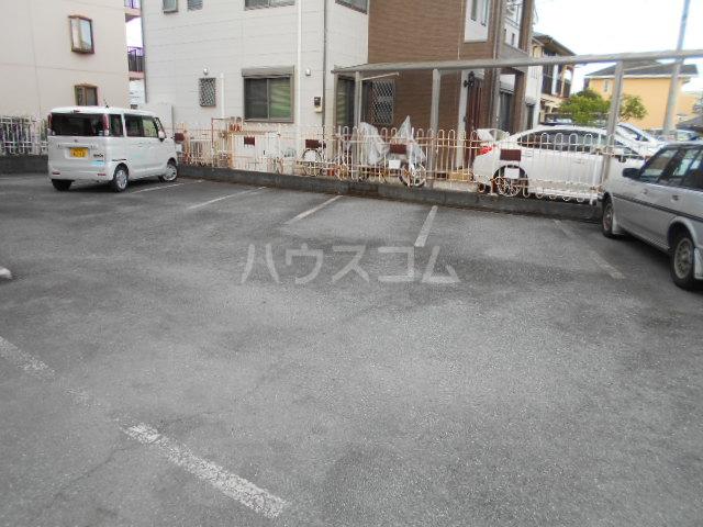 ファミール扇町 301号室の駐車場