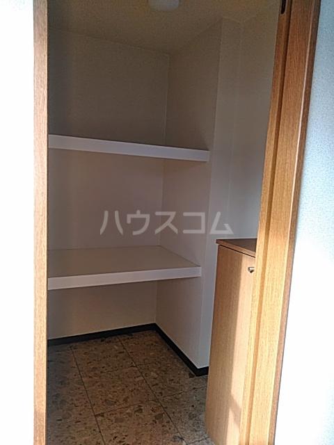 パルテール足柄Ⅱ 301号室の収納