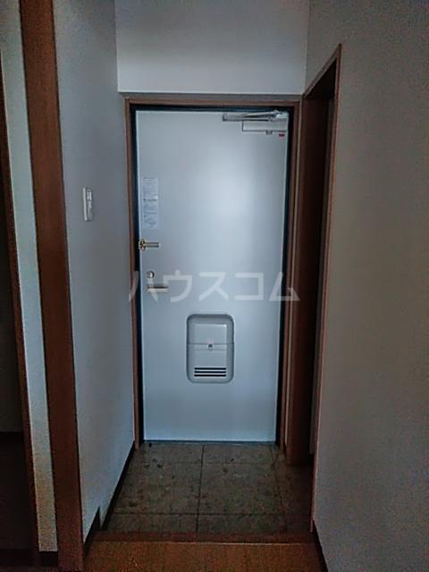 パルテール足柄Ⅱ 301号室の玄関