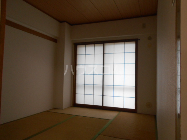 フジレジデンス 202号室の居室