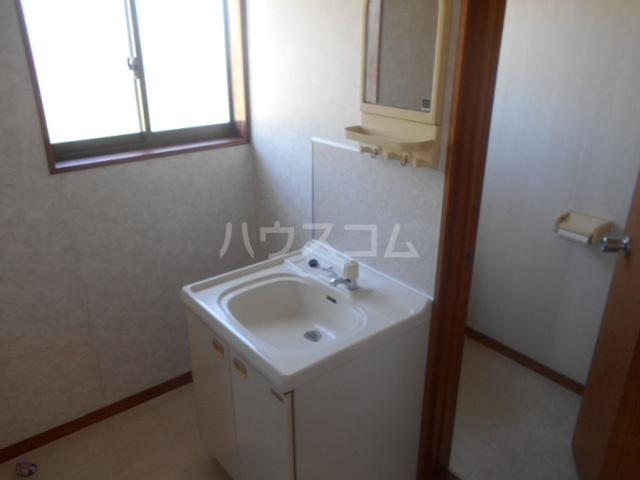 スカイコートA 202号室の玄関