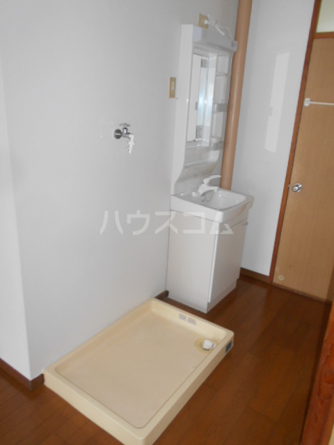 ホワイトハイツ 305号室の洗面所