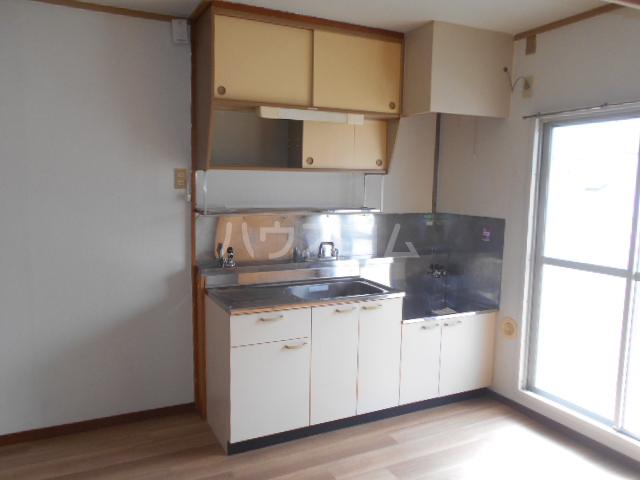ホワイトハイツ 305号室のキッチン