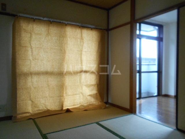 小沢ハイツ 201号室の居室