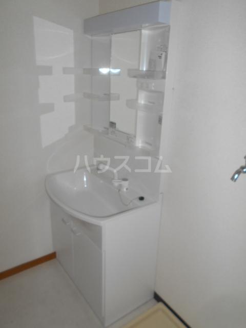 小沢ハイツ 201号室の洗面所