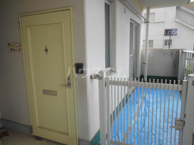 レジデンス浜野Ⅱ 103号室の玄関