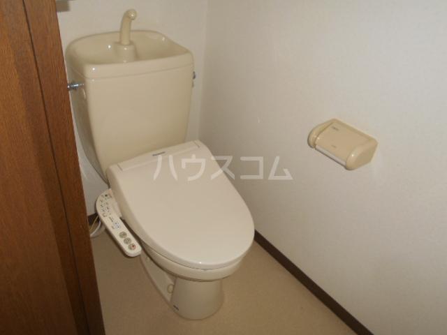 グレースヒル足柄 302号室のトイレ