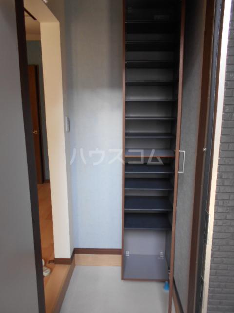 GOLDEN HOUSE新小岩 102号室の玄関