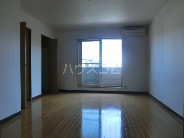 ピュアコート・すみれ 303号室のリビング