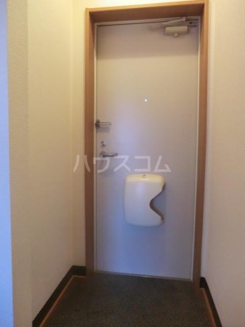 ピュアコート・すみれ 303号室の玄関
