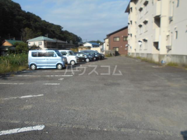 小川ハイツ 303号室の駐車場