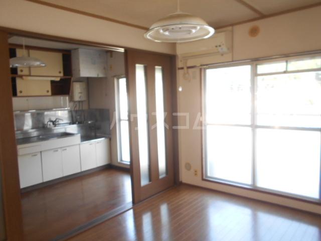 小川ハイツ 303号室のリビング