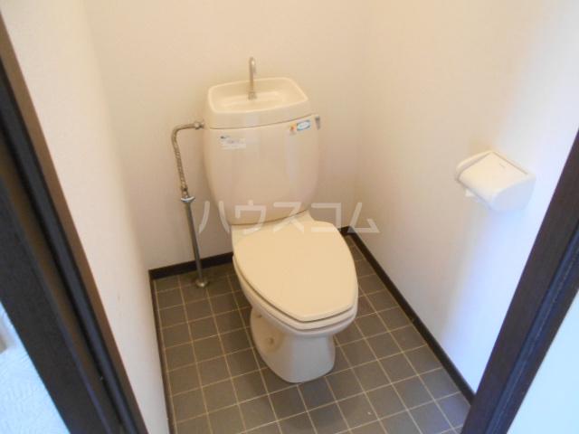 ベルデK 101号室のトイレ