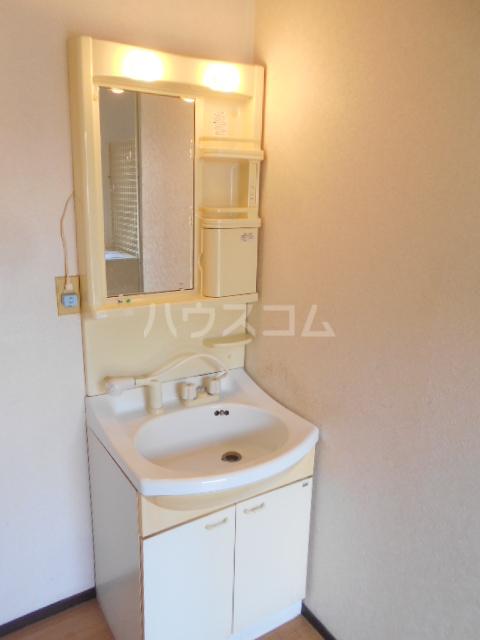 ベルデK 101号室の洗面所