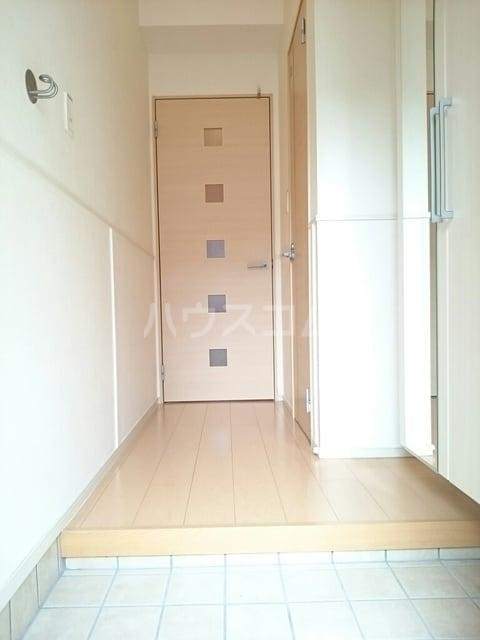 ラ・メゾン・リュミエール 01010号室の玄関