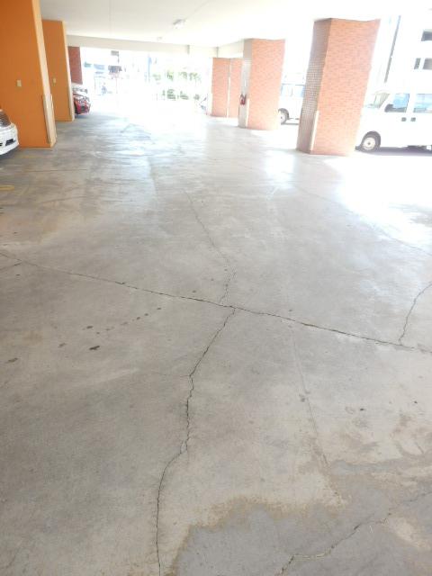 コーポフェニックスB 406号室の駐車場