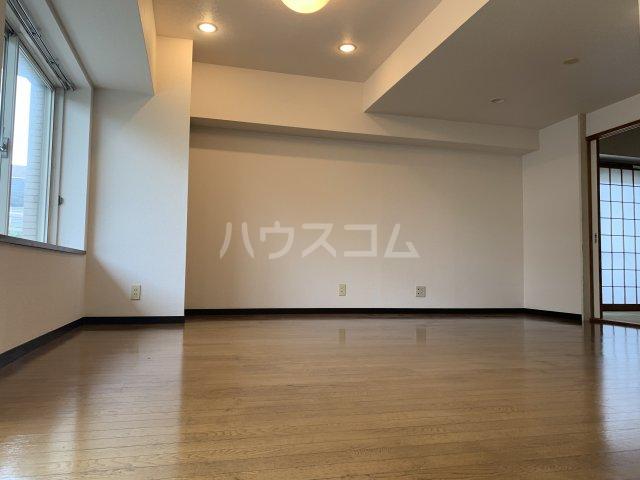 ライオンズガーデン戸塚 201号室のリビング