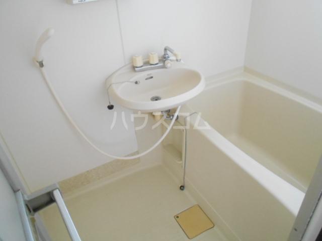 白百合ハイツ 201号室の洗面所