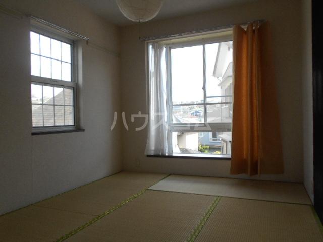 白百合ハイツ 201号室の居室