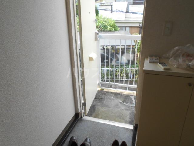 白百合ハイツ 201号室の玄関